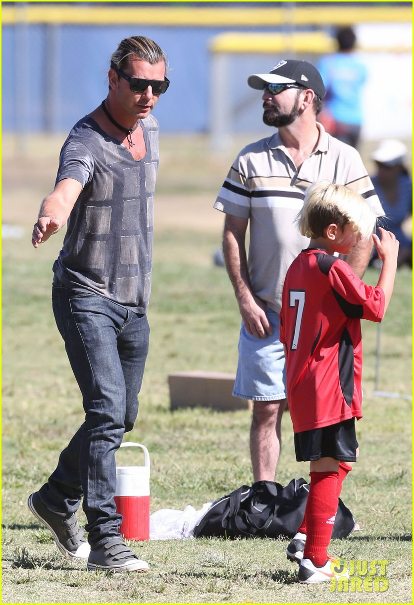 gwen stefani gavin rossdale party after kingstons soccer match 092967458