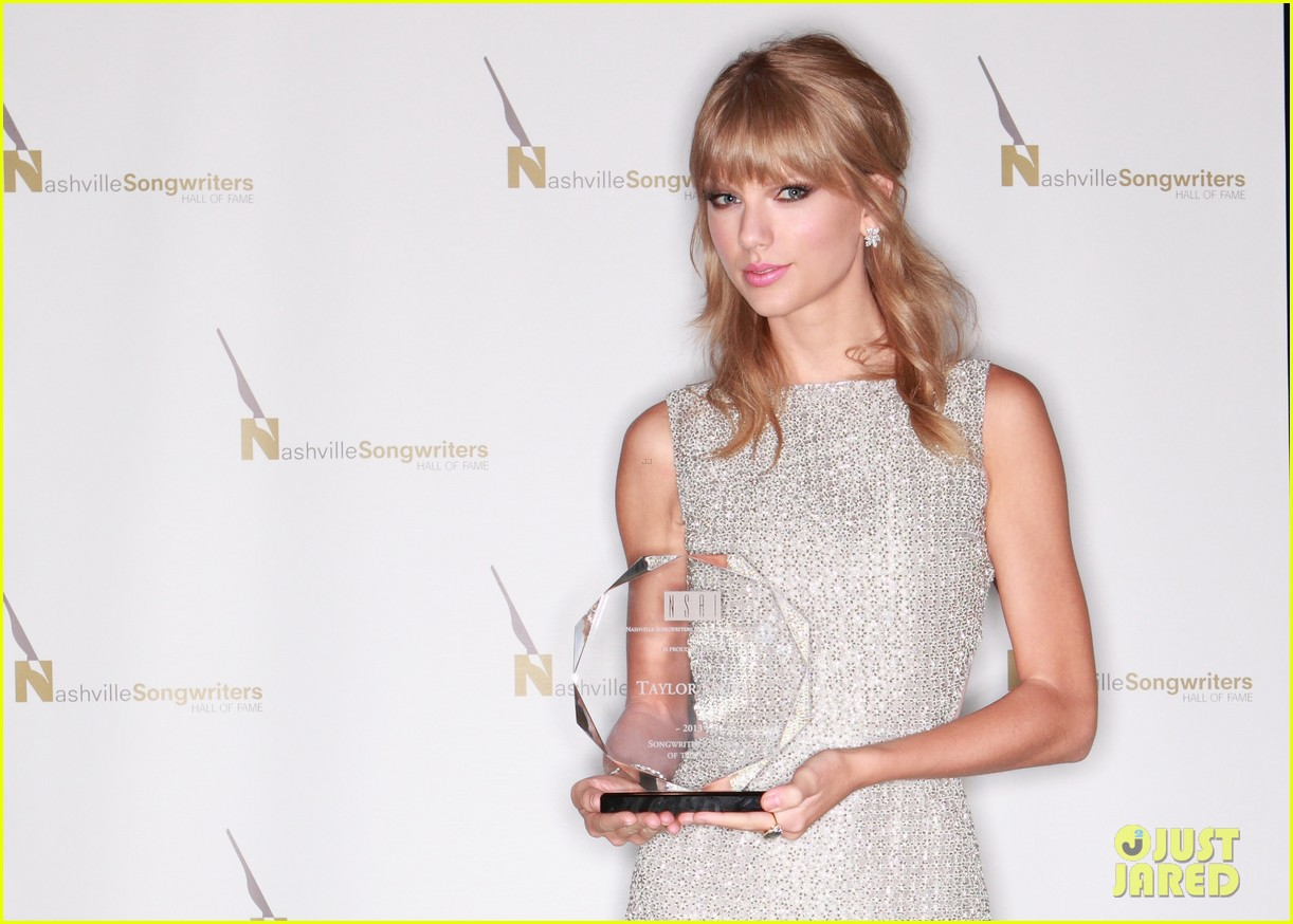 taylor swift songwriters award in nashville 052971567