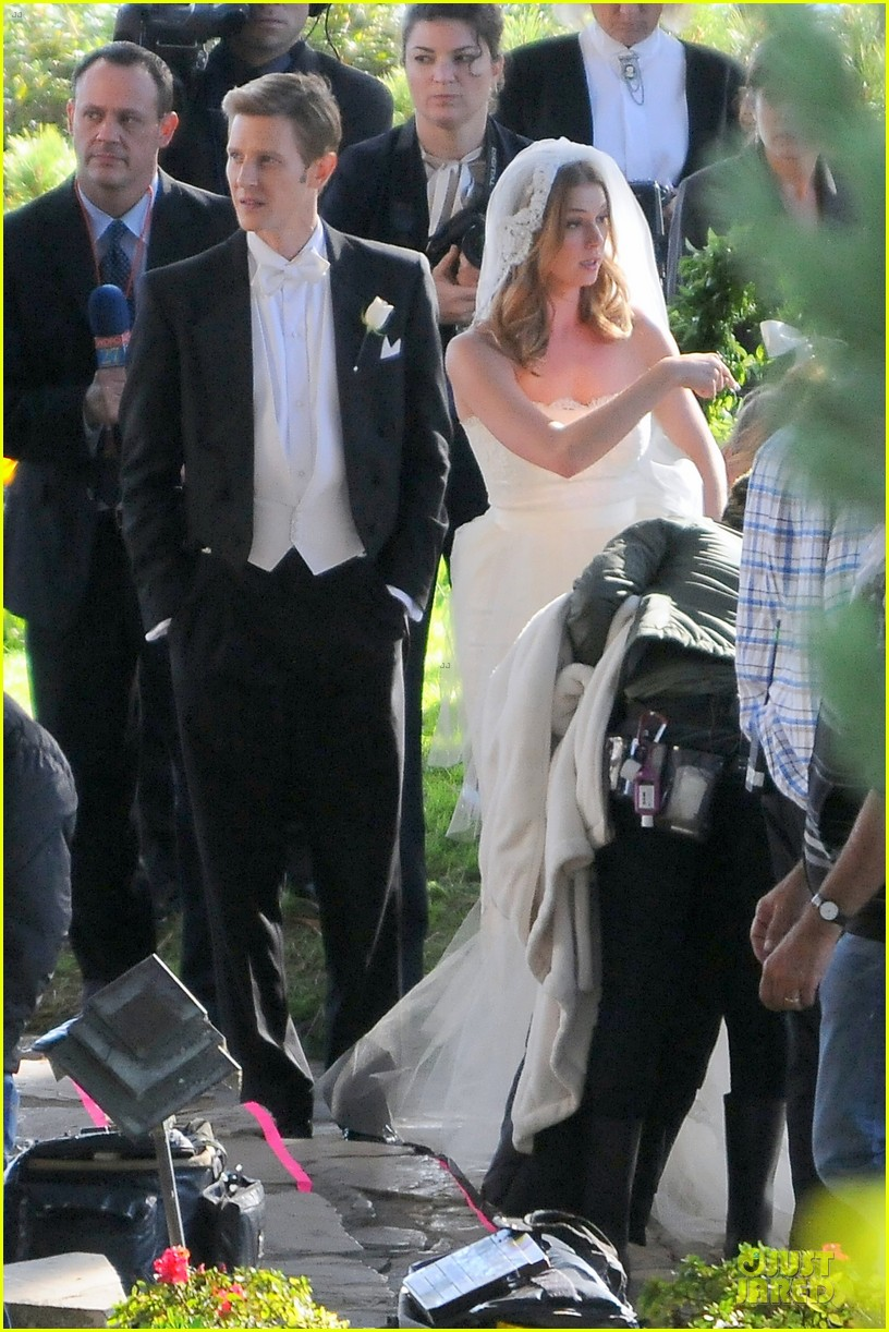 emily vancamp white wedding dress for revenge 03
