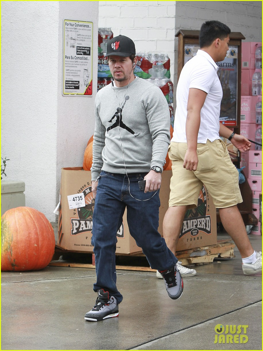mark wahlberg holds hands with wife rhea durham 132970175