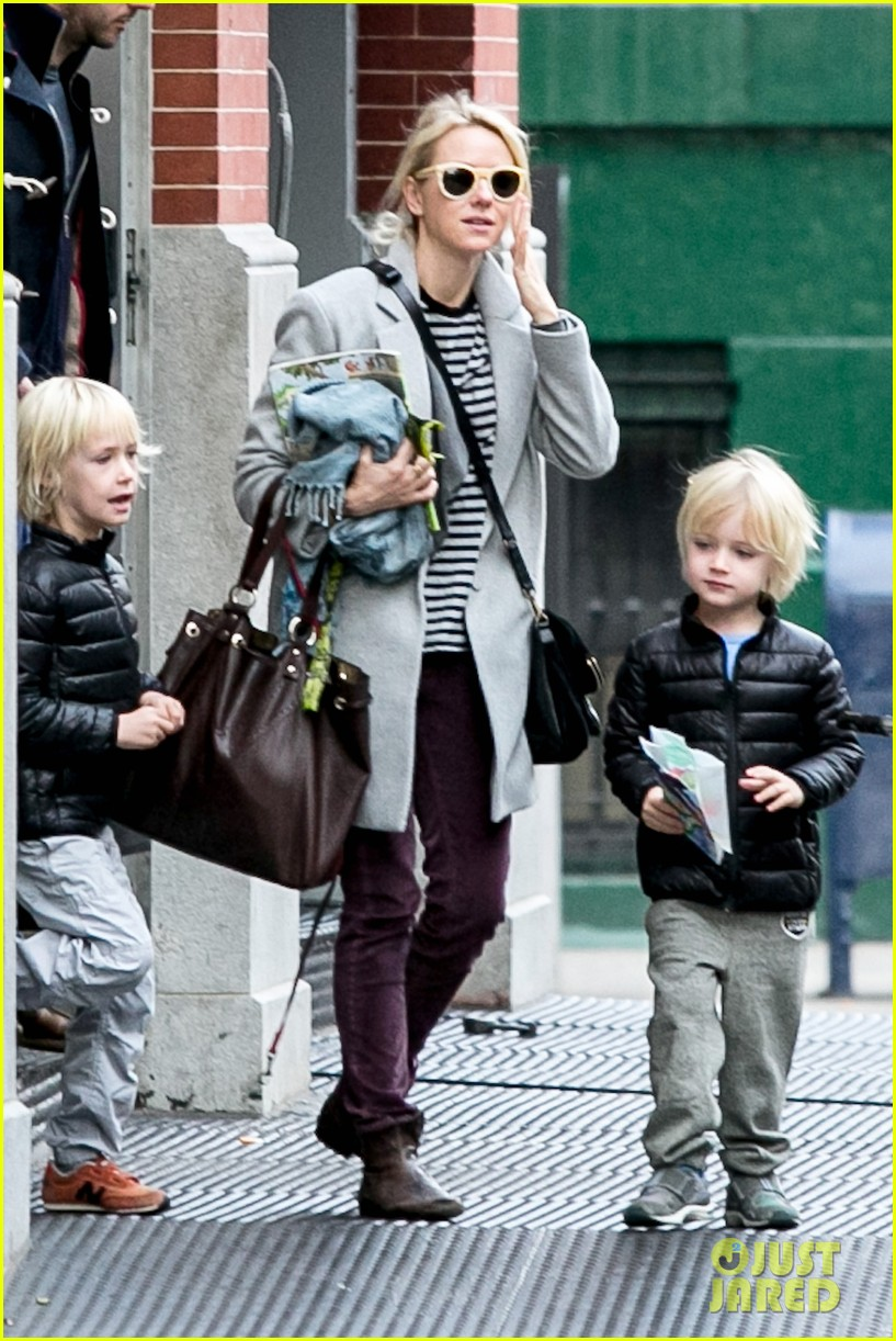 naomi watts bundles up for fall weather in new york city 012977624