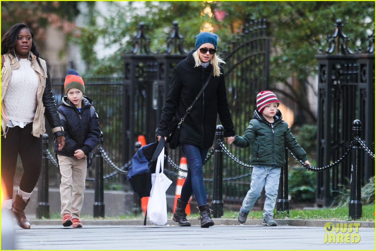 naomi watts liev schreiber early halloween with the boys 08