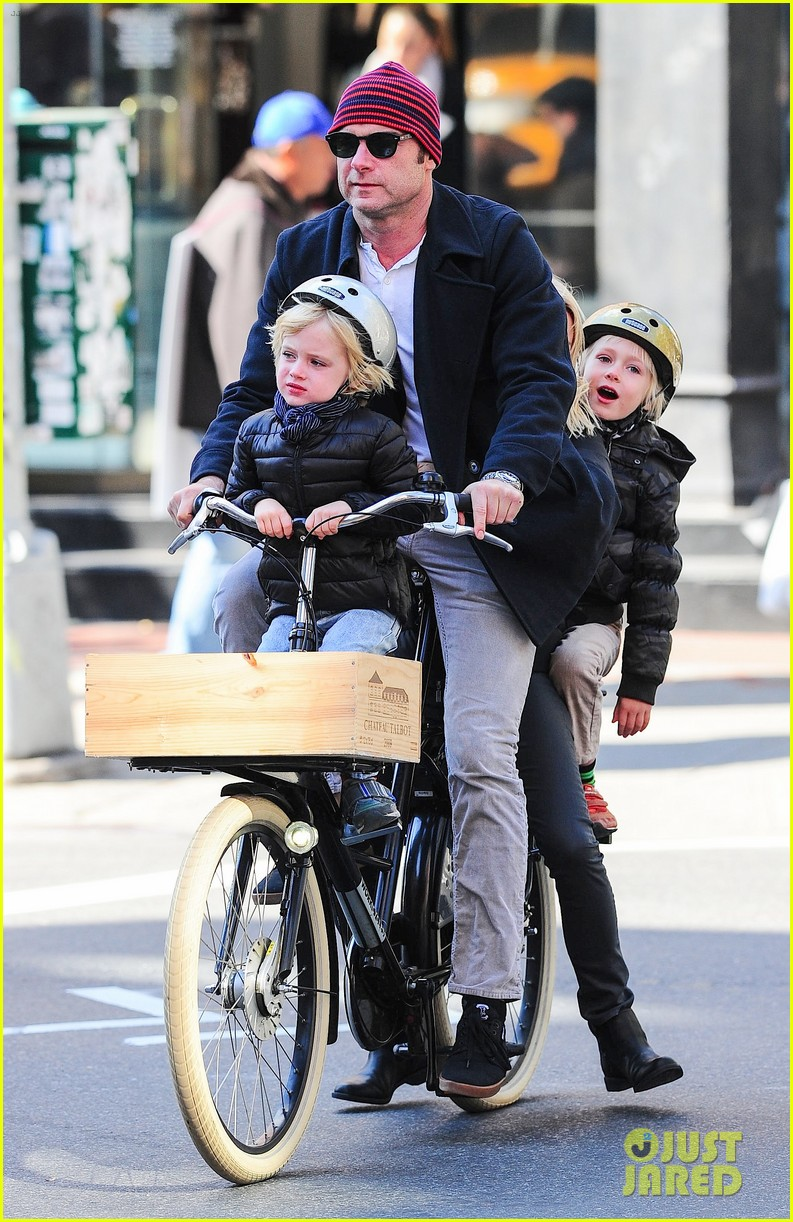 naomi watts liev schreiber early halloween with the boys 122981510