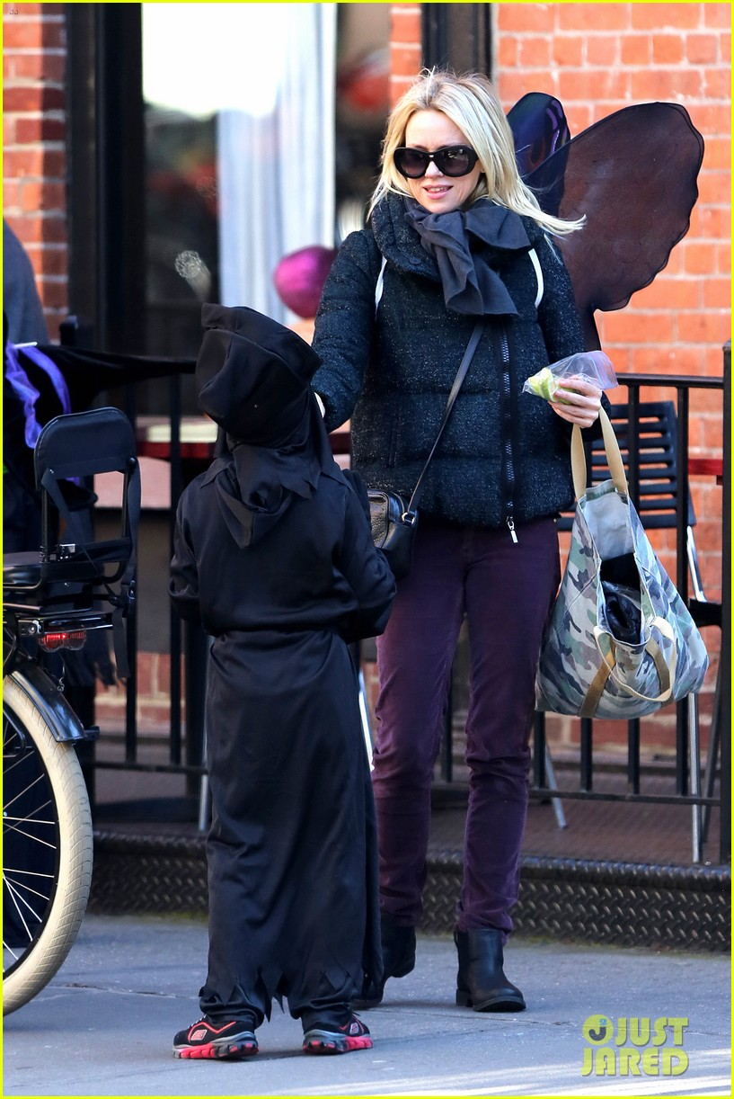 naomi watts liev schreiber early halloween with the boys 21