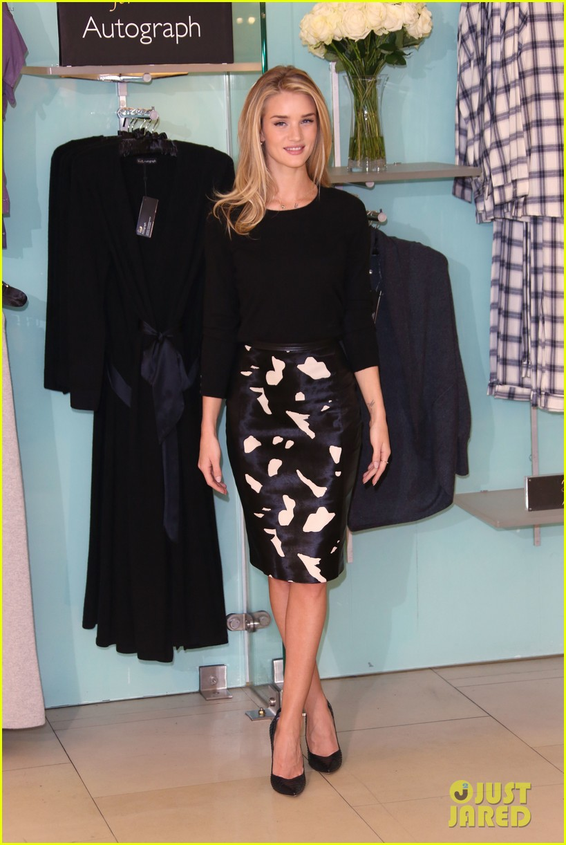 rosie huntington whiteley rosie for autograph photo call 02