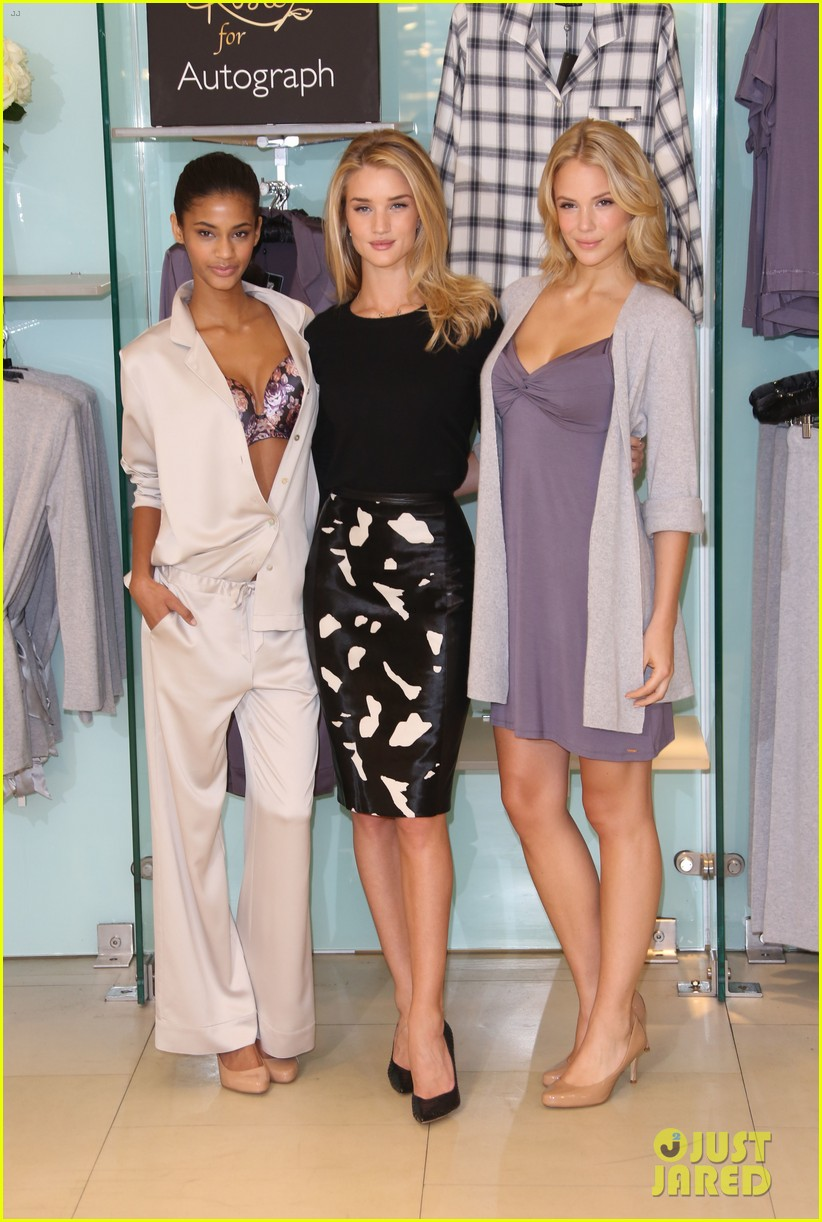 rosie huntington whiteley rosie for autograph photo call 062972815