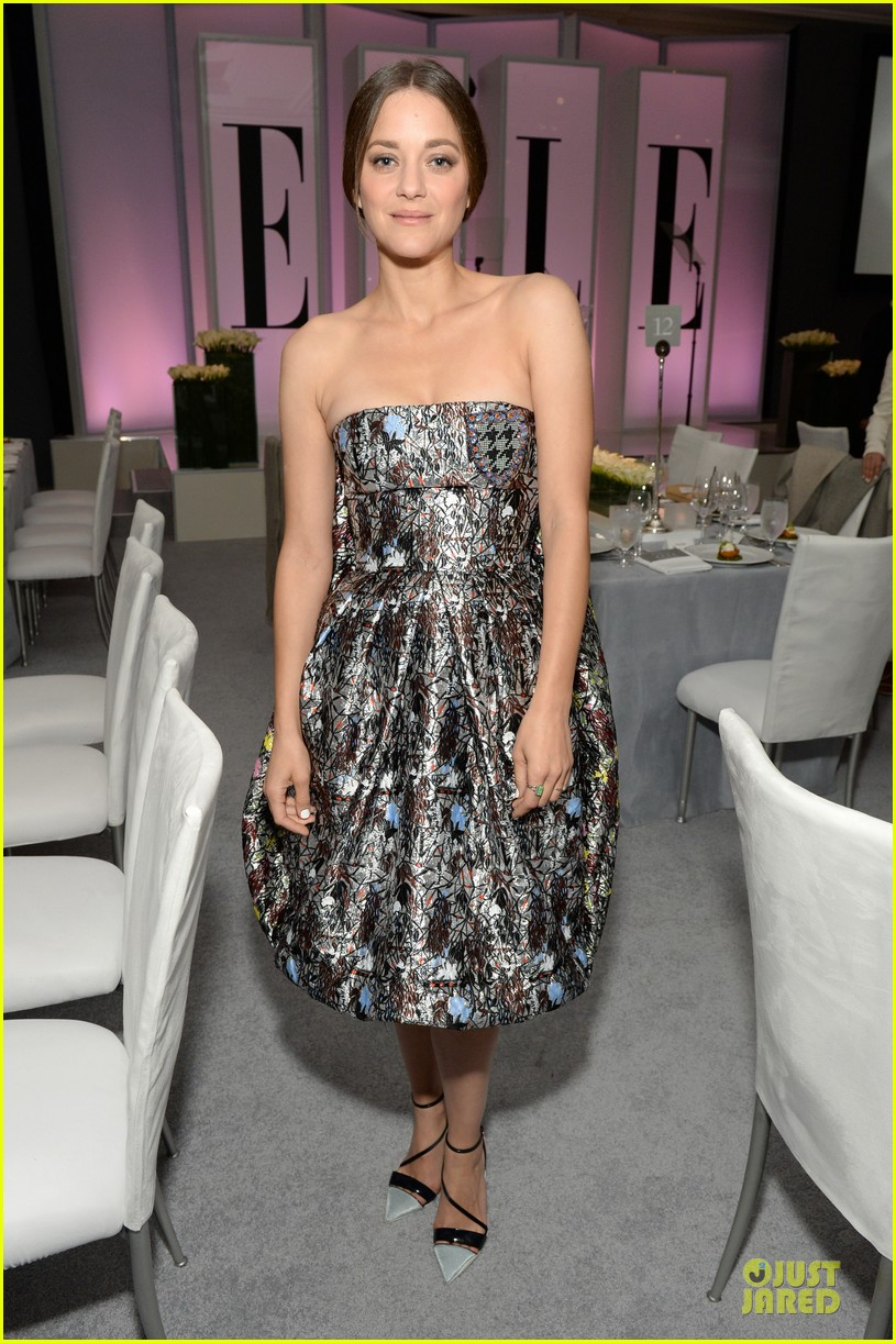 reese witherspoon marion cotillard elle women in hollywood celebration 03