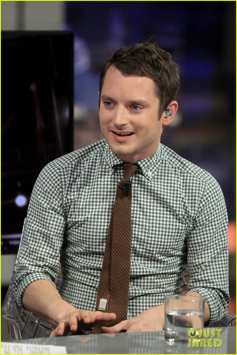 elijah wood grand piano promo in madrid 10