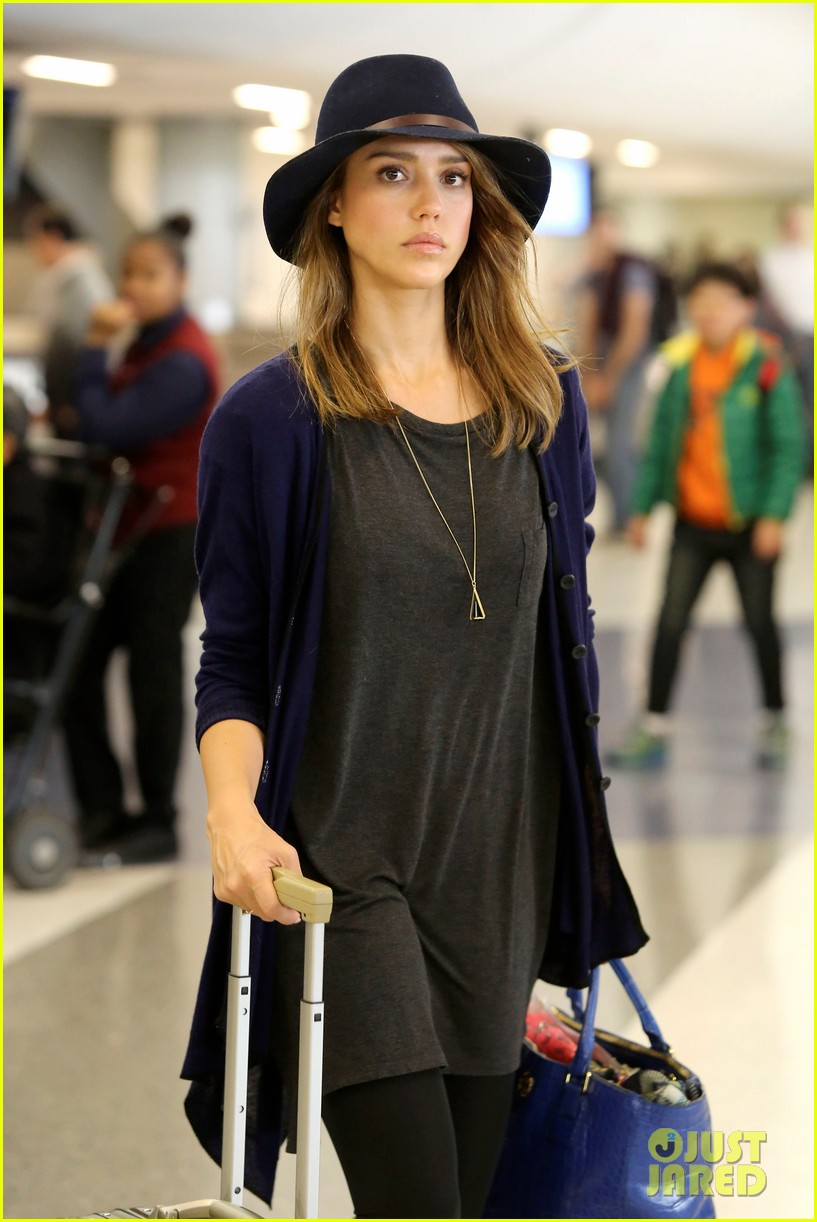 jessica alba flies home for the holiday 153000760