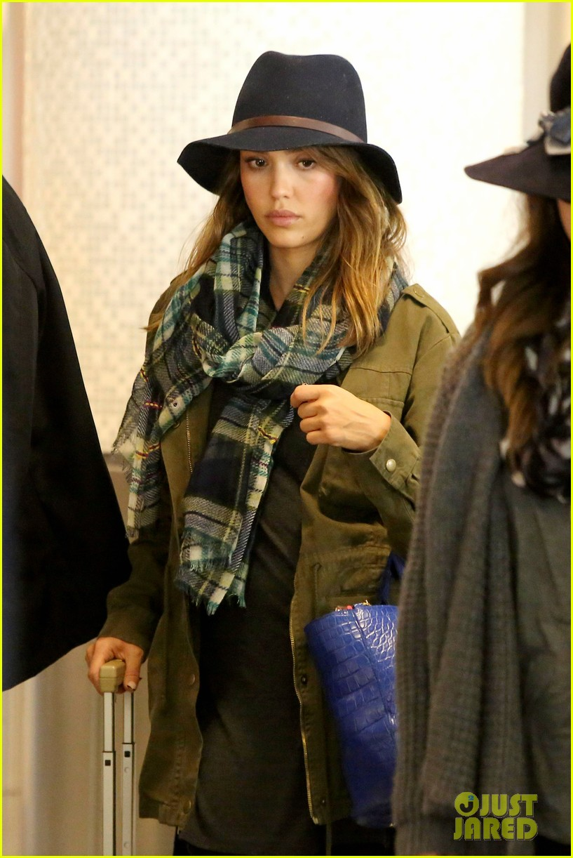 jessica alba flies home for the holiday 223000767