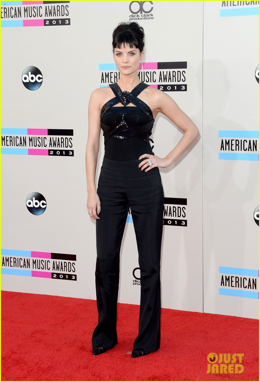 jaimie alexander amas 2013 red carpet 02
