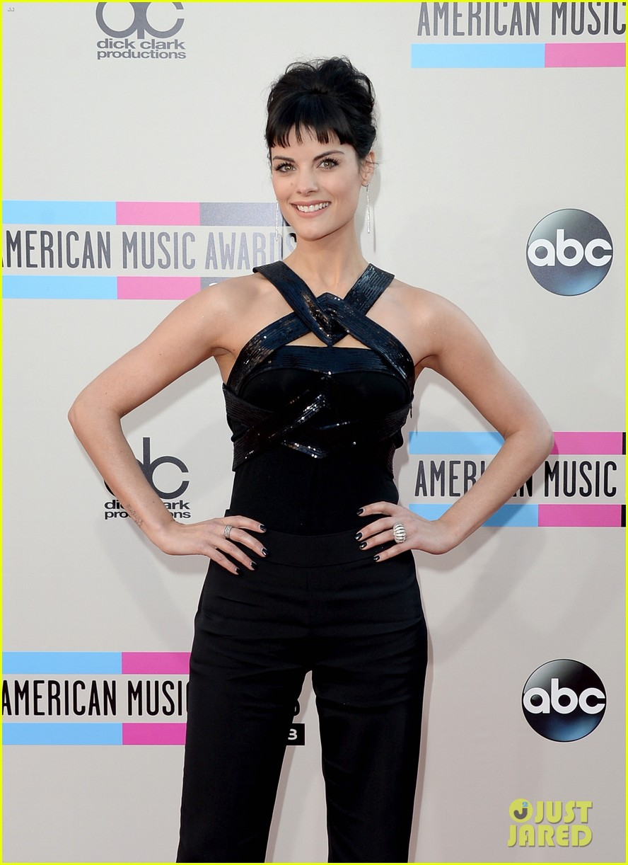 jaimie alexander amas 2013 red carpet 03