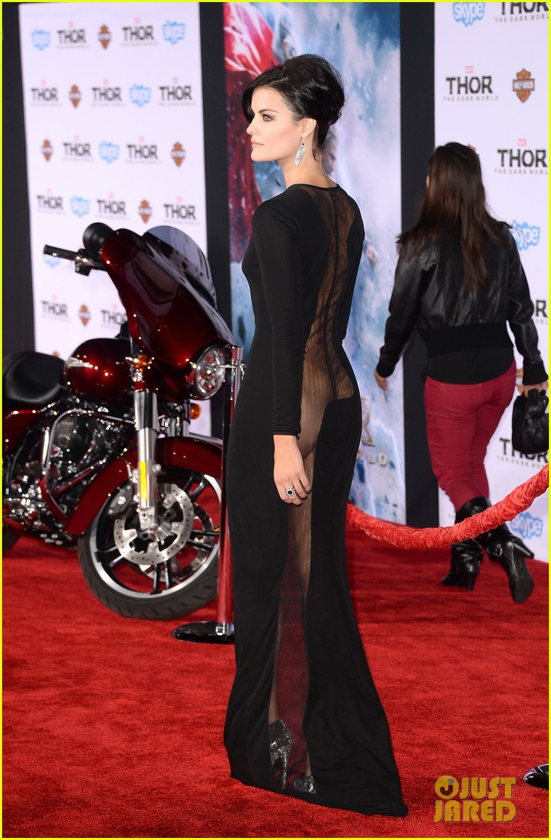 jaimie alexander wears racy dress no underwear to thor premiere 11