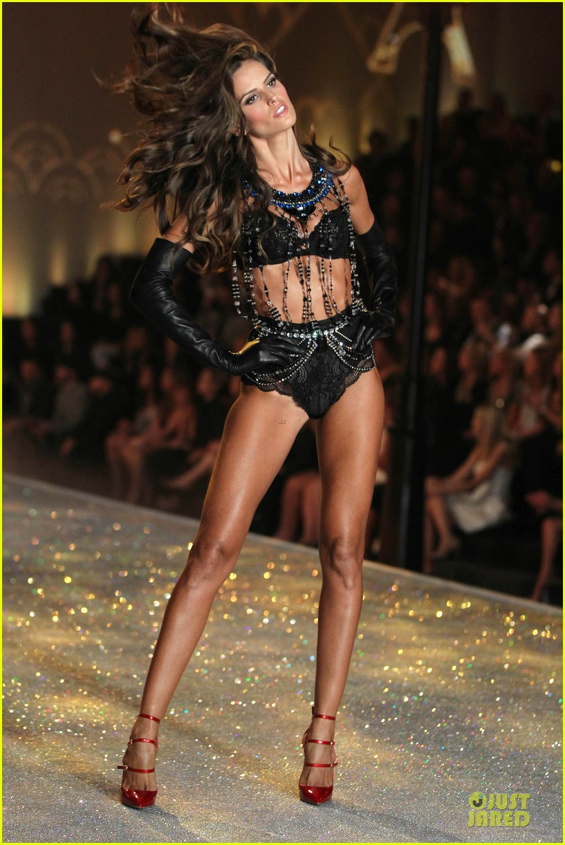 alessandra ambrosio karlie kloss victorias secret fashion show 2013 042992237