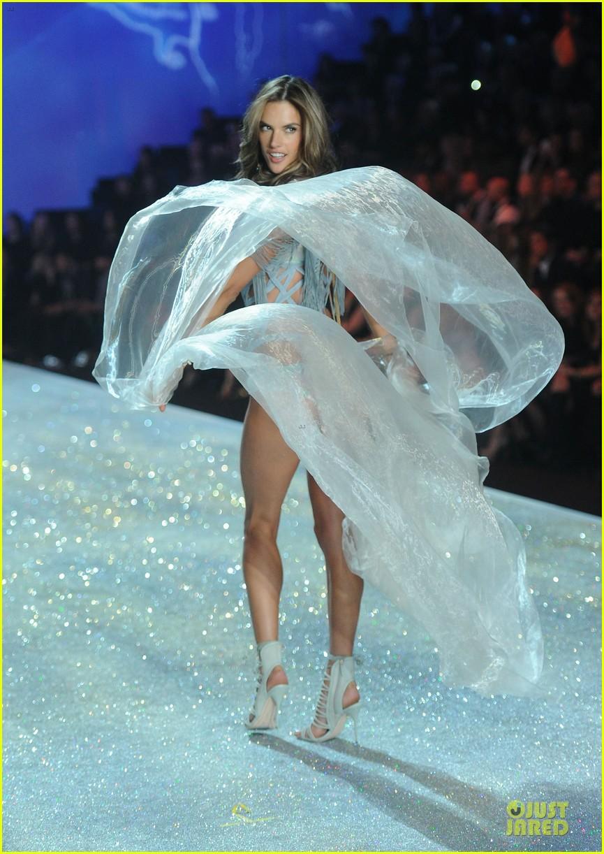 alessandra ambrosio karlie kloss victorias secret fashion show 2013 222992255