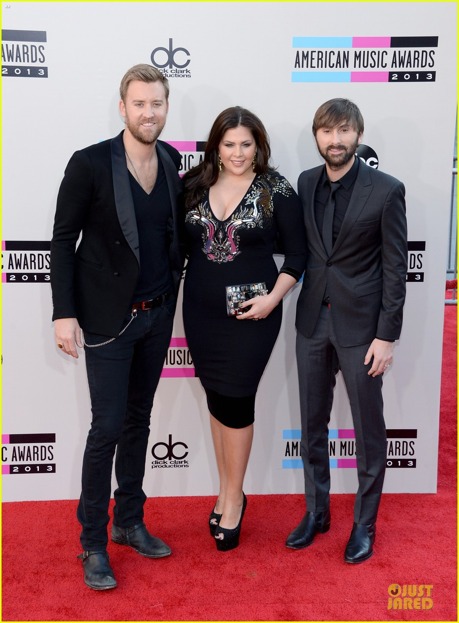 lady antebellum amas 2013 red carpet 06