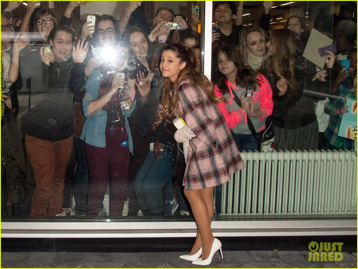 ariana grande arrives in amsterdam for mtv ema 2013 03