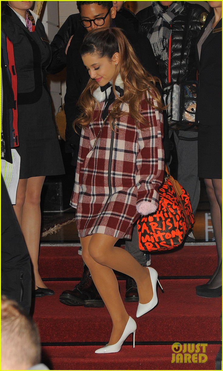 ariana grande arrives in amsterdam for mtv ema 2013 04