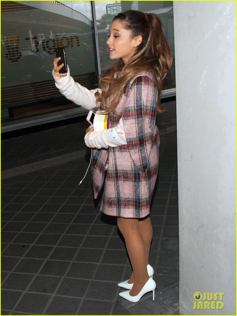 ariana grande arrives in amsterdam for mtv ema 2013 05