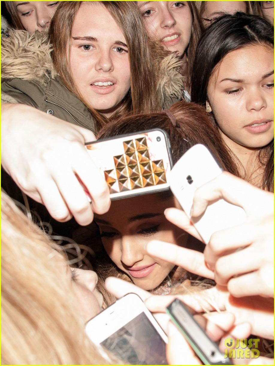 Ariana Grande Arrives In Amsterdam For Mtv Emas 2013 Photo 2989097