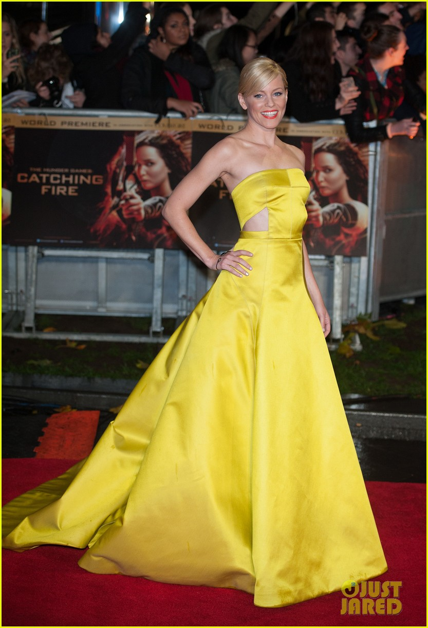 elizabeth banks jena malone catching fire world premiere 03
