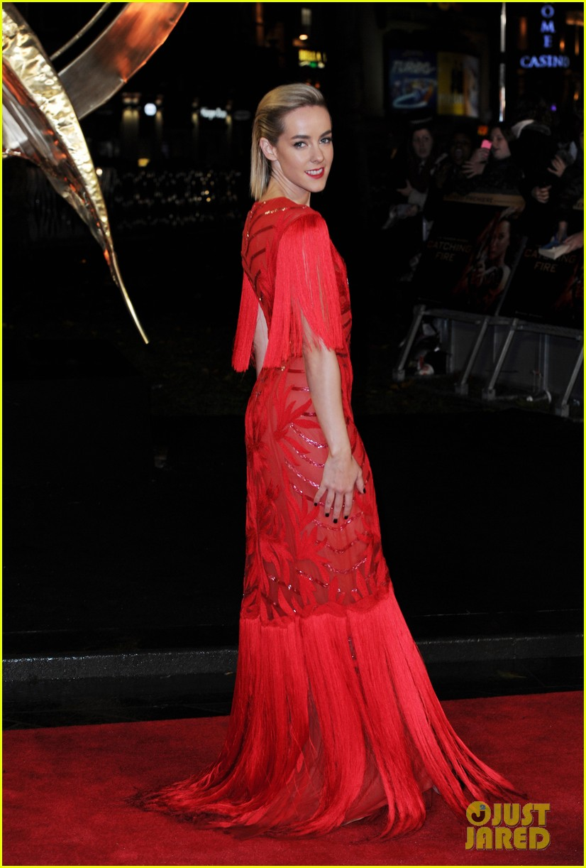 elizabeth banks jena malone catching fire world premiere 082990493