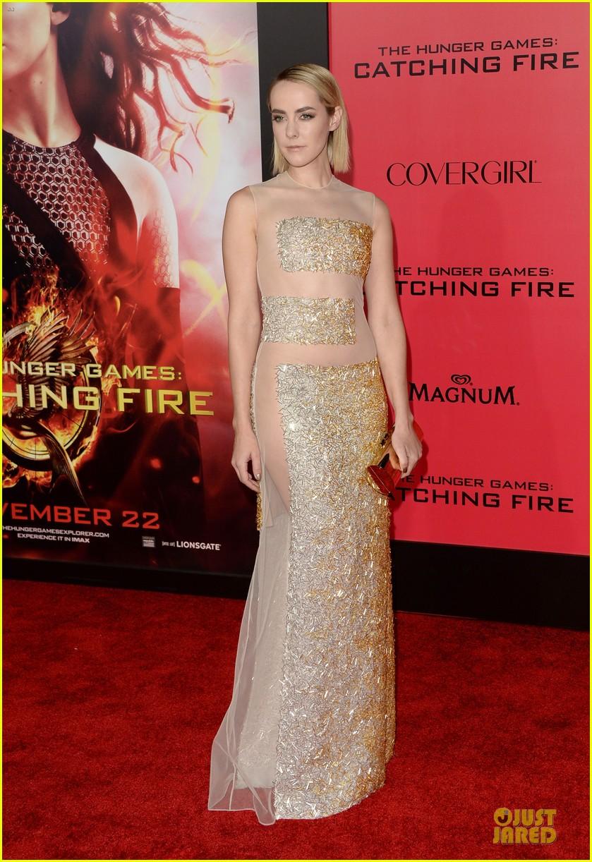 elizabeth banks jena malone catching fire la premiere 03