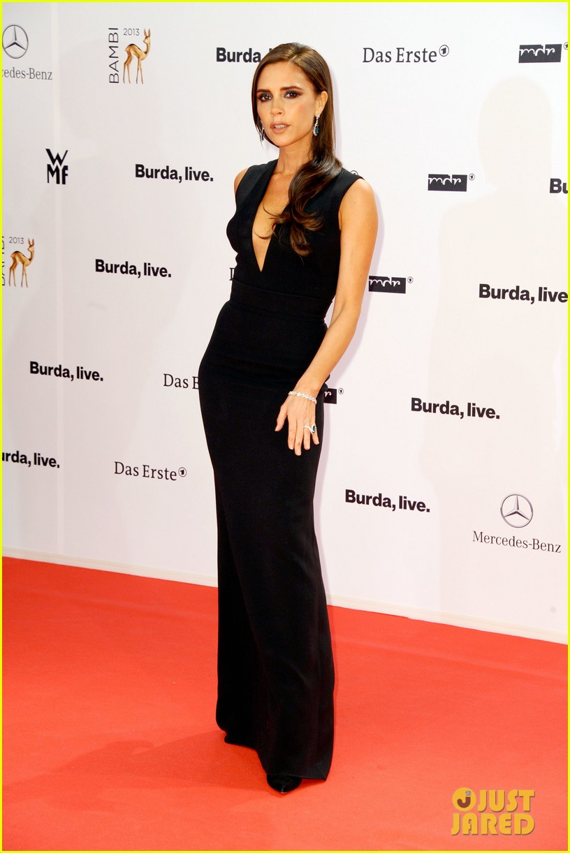 victoria beckham wins at bambi awards 2013 01
