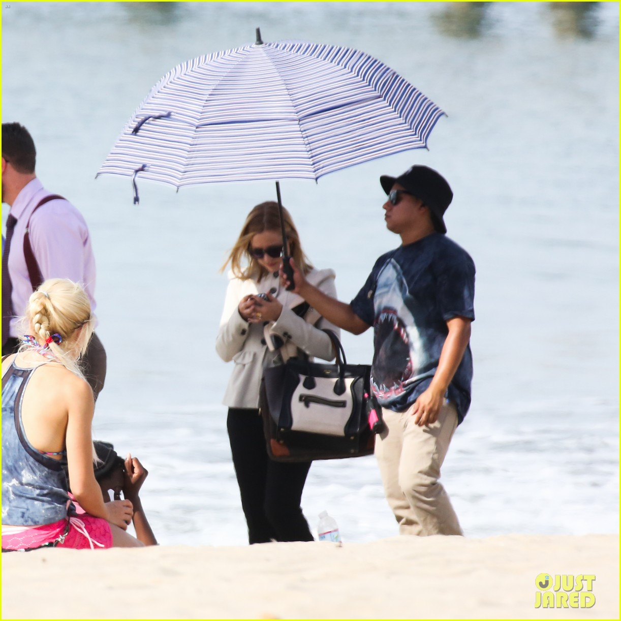 kristen bell house of cards beach filming 24