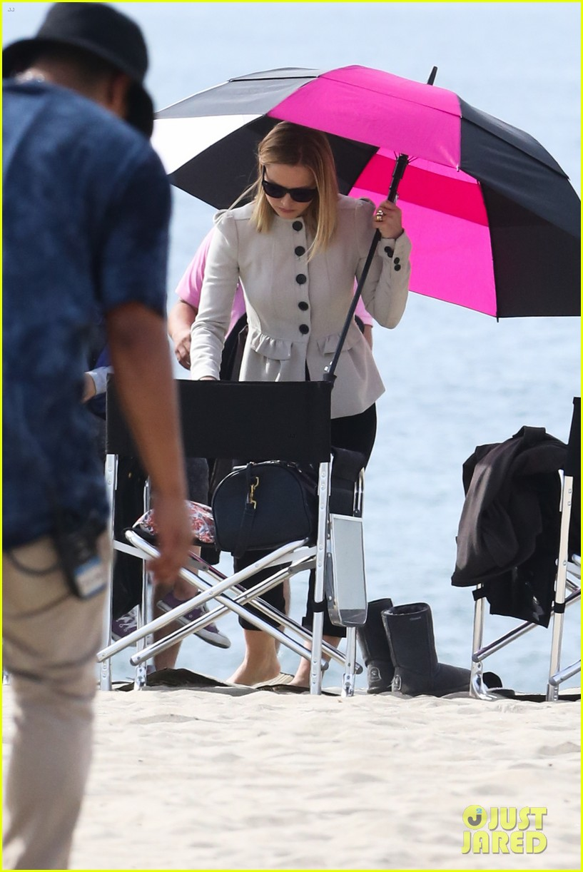 kristen bell house of cards beach filming 25
