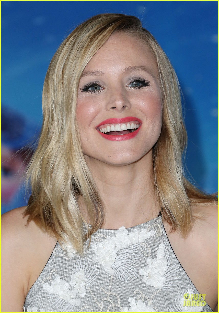 kristen bell demi lovato frozen hollywood premiere 19