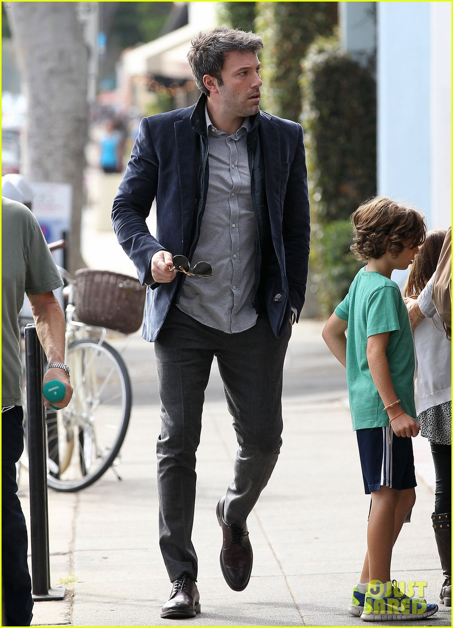 ben affleck jennifer garner busy sunday santa monica 13