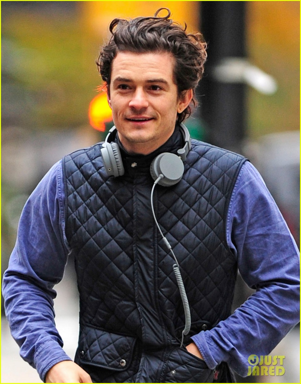 orlando bloom braves chilly weather after nyc first snow 02