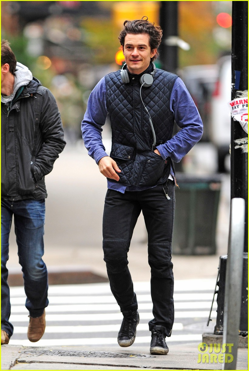 orlando bloom braves chilly weather after nyc first snow 05