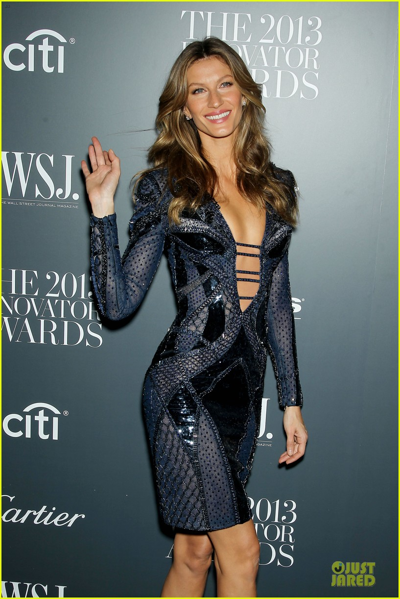 gisele bundchen plunging neckline at wsj magazine awards 07