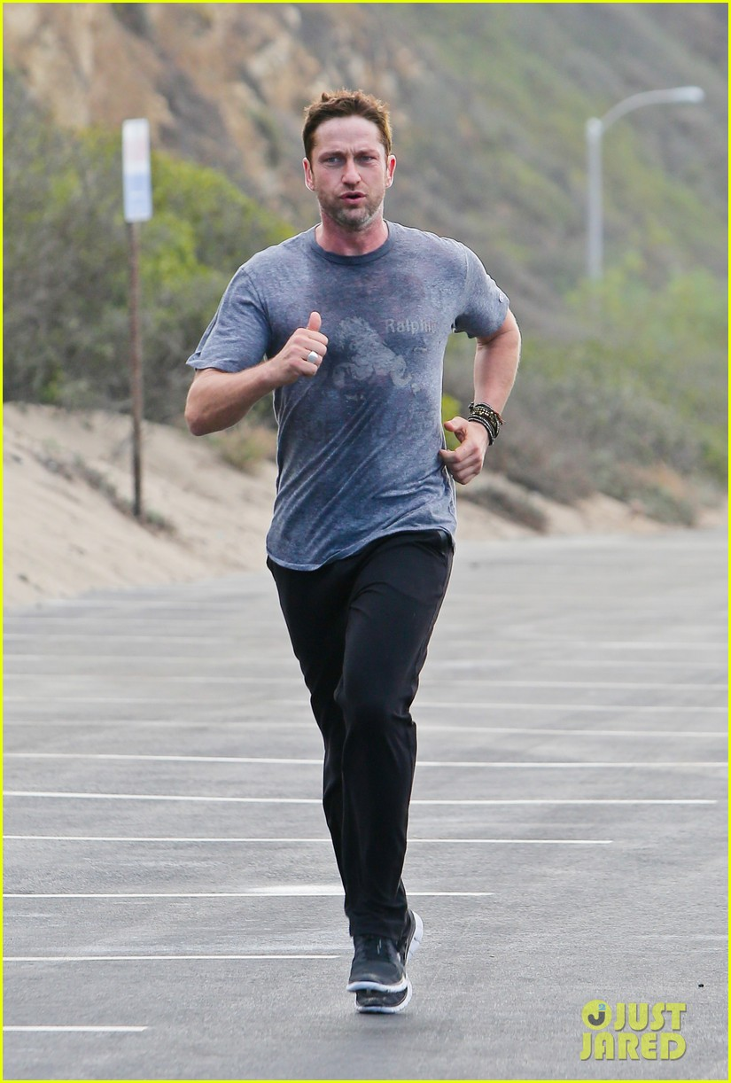 gerard butler works up a sweat for morning run 03