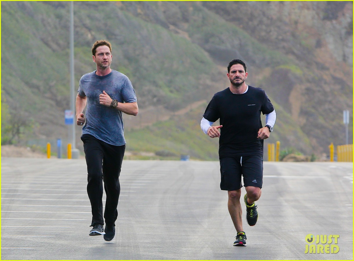 gerard butler works up a sweat for morning run 072997396