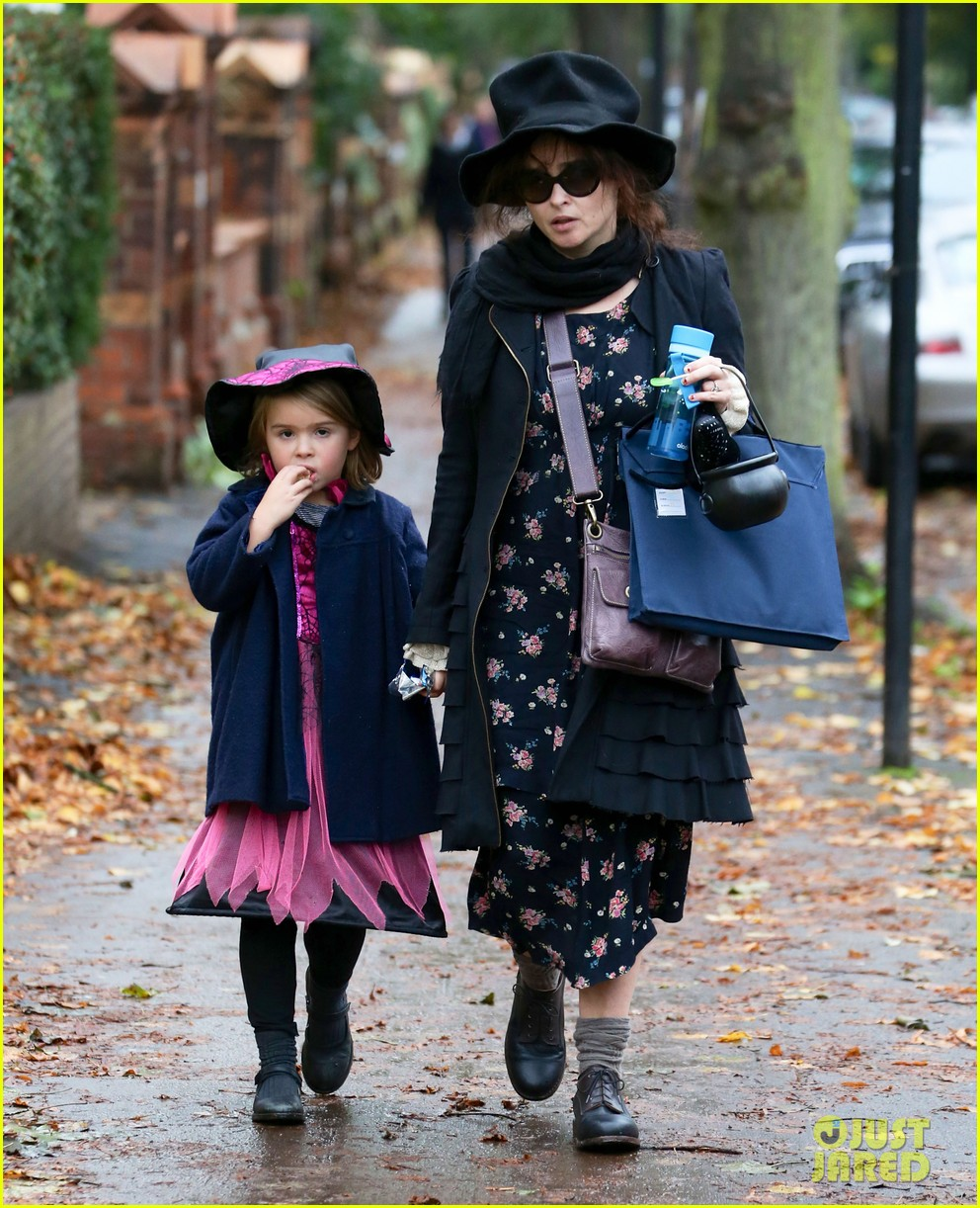 helena bonham carter trick or treats with daughter nell 06