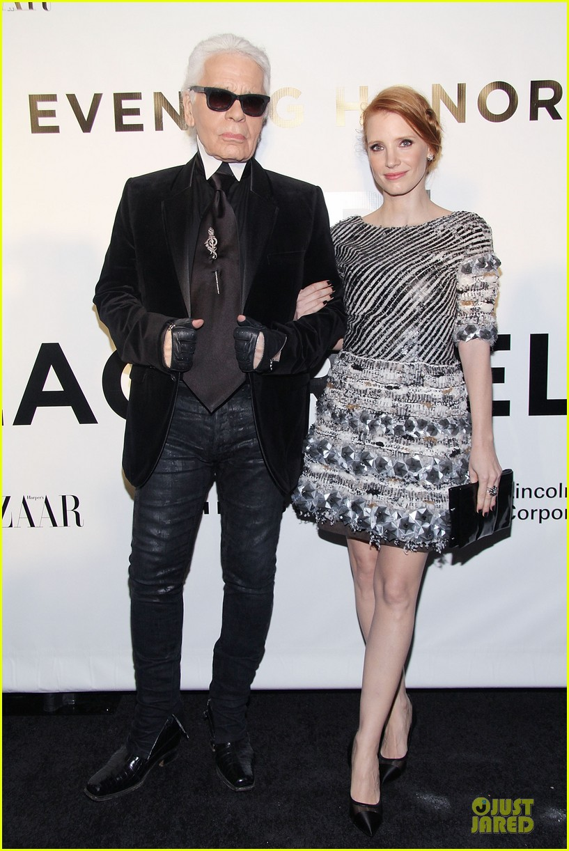 jessica chastain honors karl lagerfeld 042987309