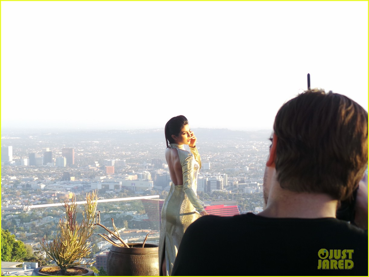 priyanka chopra just jared spotlight of the week behind the scenes pics 112992808