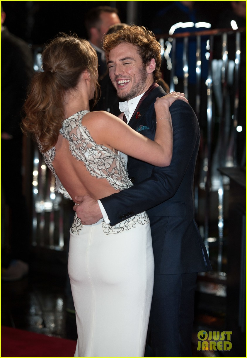 sam claflin willow shields catching fire london premiere 122990429