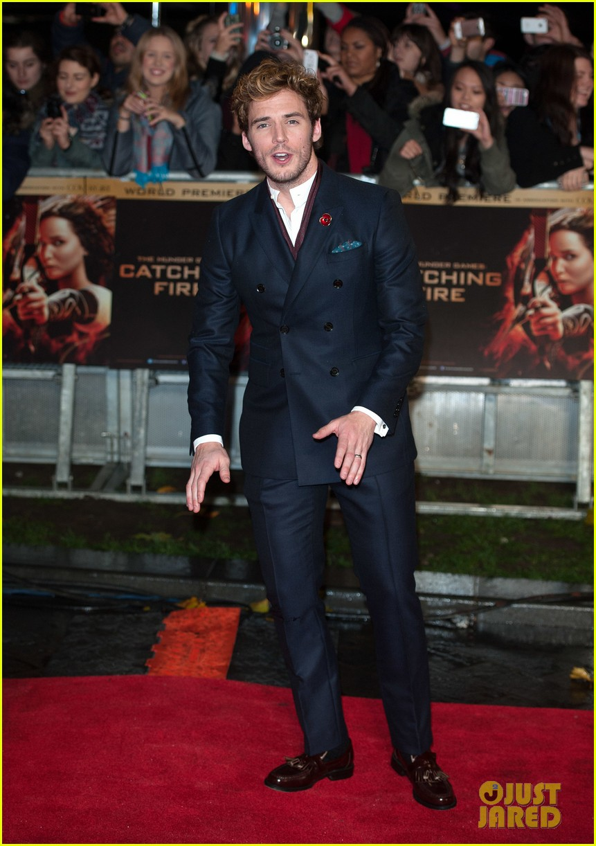 sam claflin willow shields catching fire london premiere 13