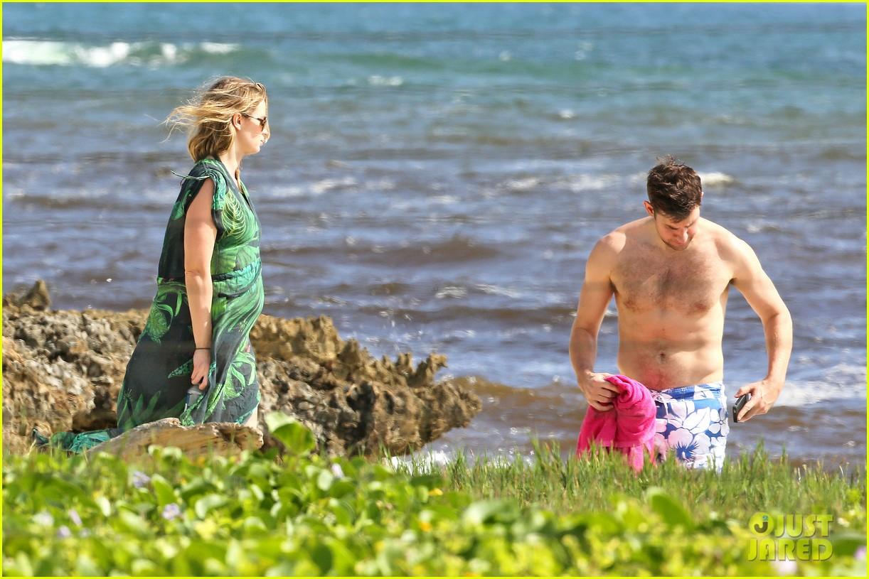 bradley cooper shirtless with john krasinski pregnant bikini clad emily blunt 12