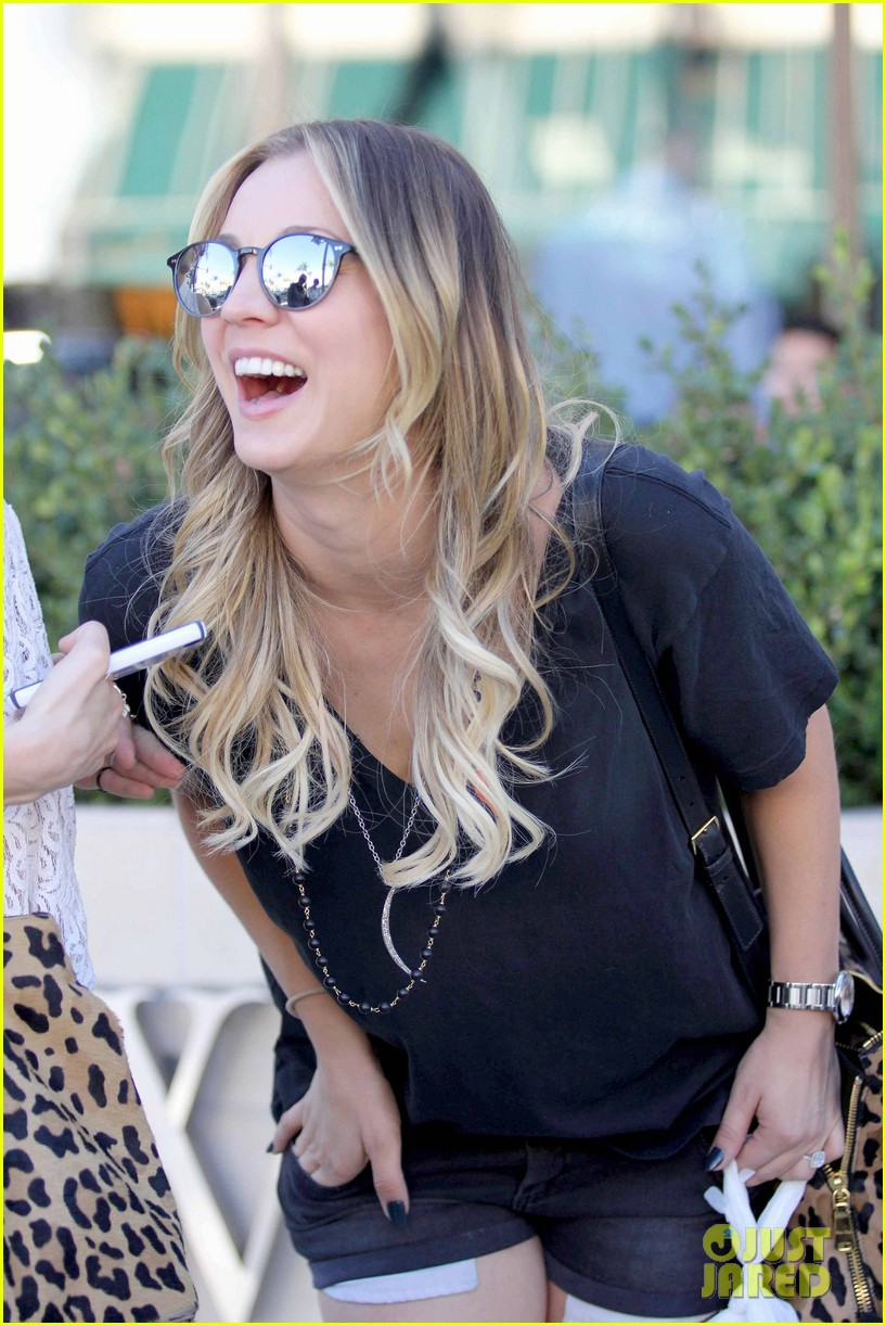 kaley cuoco lunches with sister briana 07