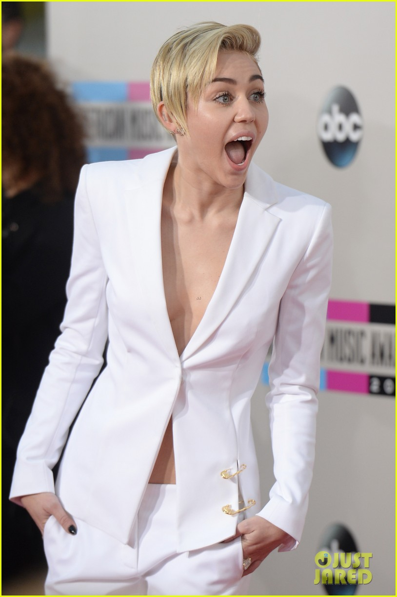 Miley Cyrus Red Carpet Dresses 2013 Miley Cyrus Amas 2013 Red
