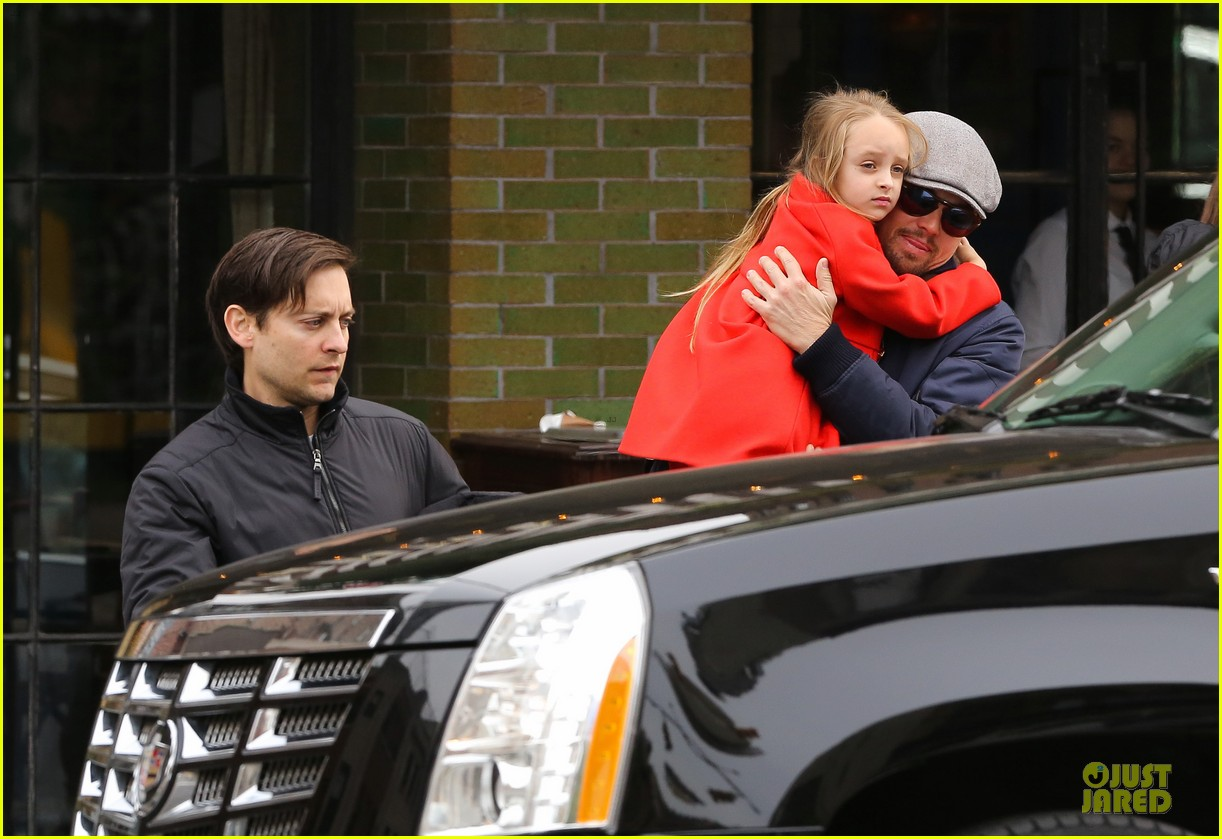 leonardo dicaprio cares for tobey maguire daughter ruby 02