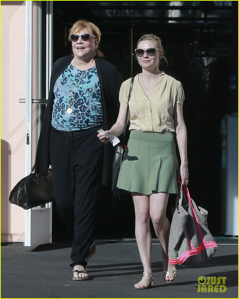 kirsten dunst mall visit with mom 062991581