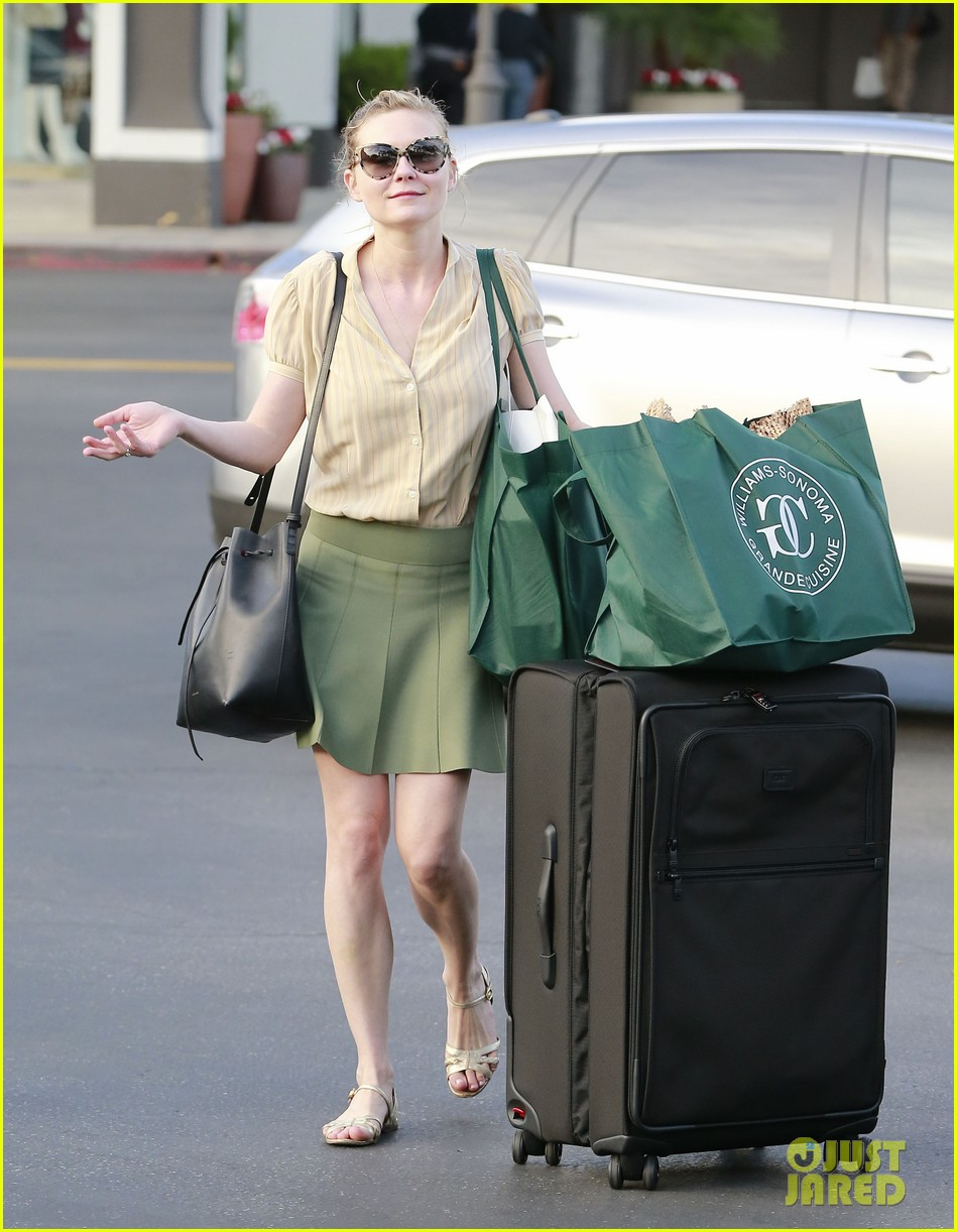 kirsten dunst mall visit with mom 20