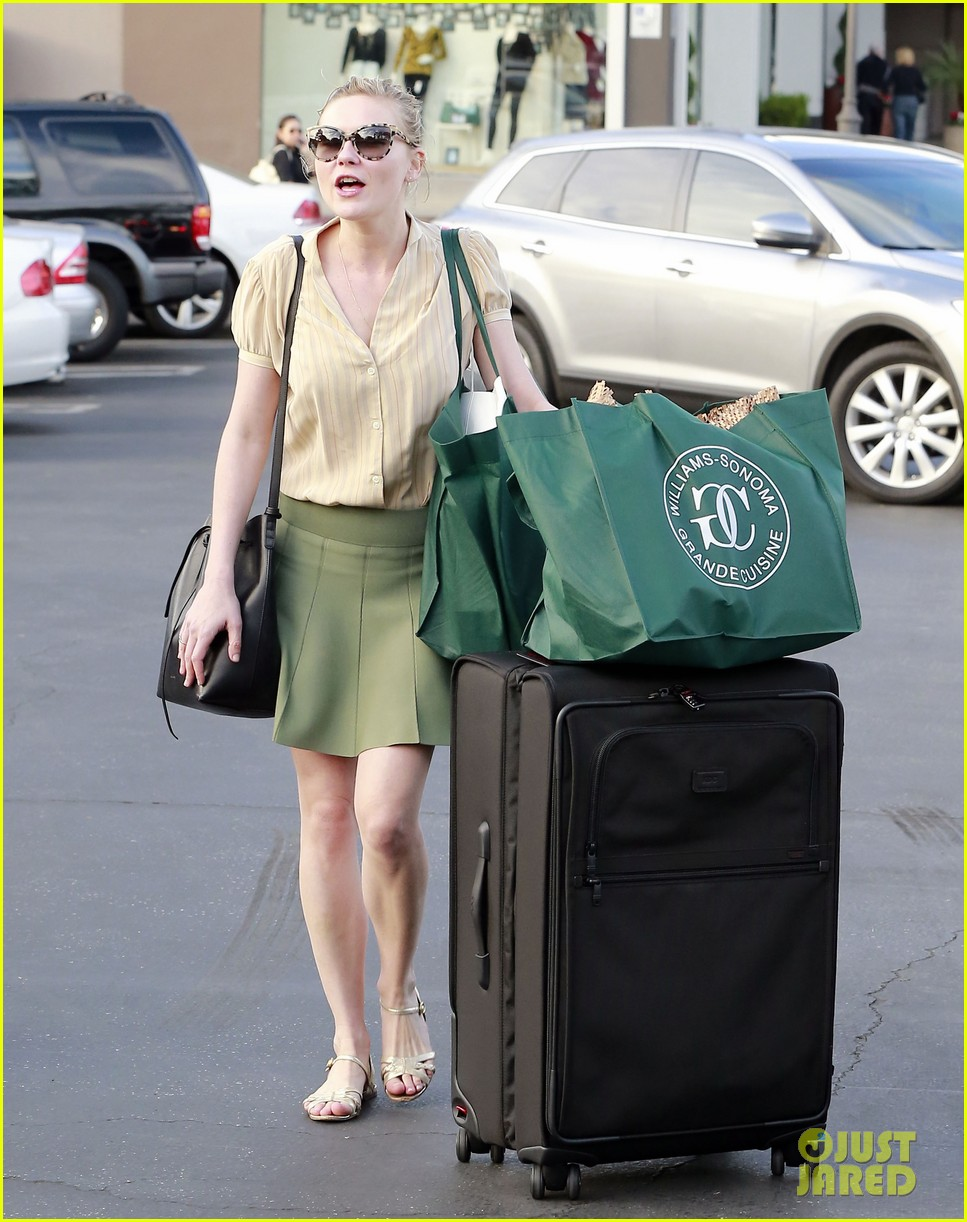 kirsten dunst mall visit with mom 24