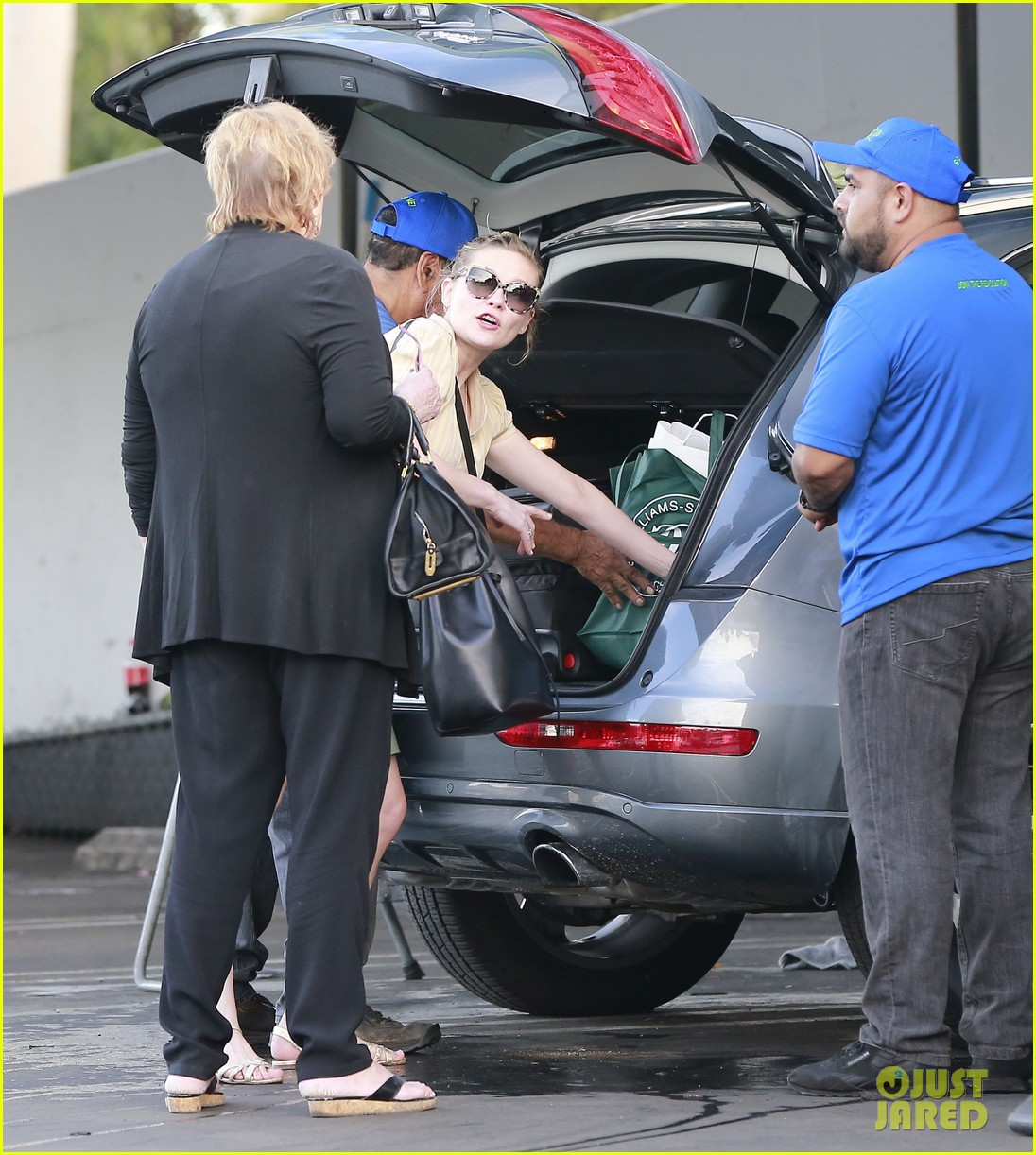 kirsten dunst mall visit with mom 282991603